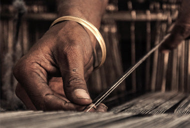Hand on the loom weaving fabric