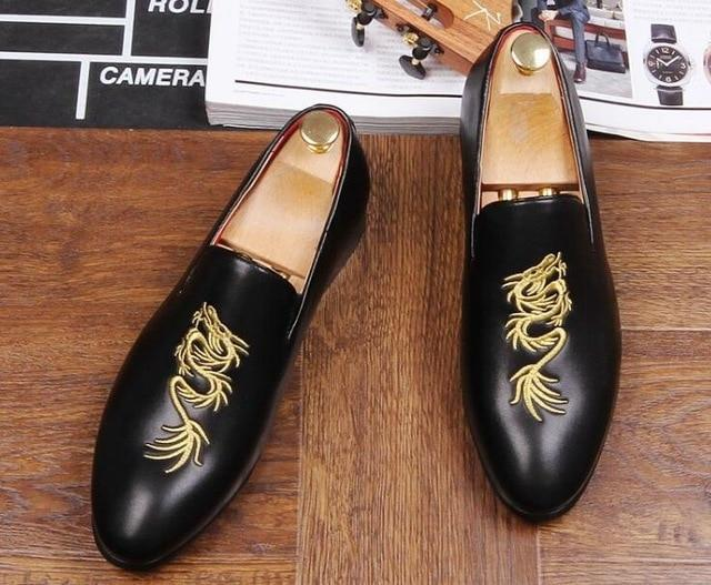 luxury designer men totem embroider gentleman pointed shoes