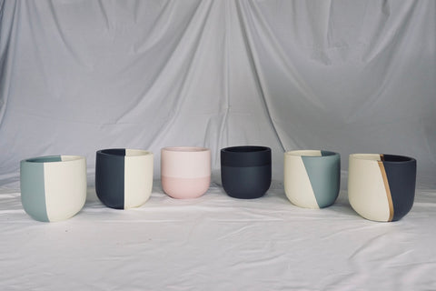 Indoor hand-painted luxury pots in 4 different sizes and 6 diferent styles