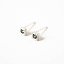 Load image into Gallery viewer, Grey Spinel Cube Studs