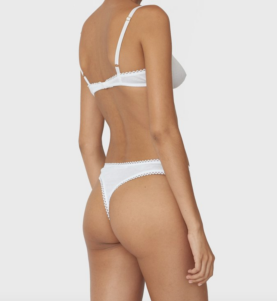 Araks stella thing in white modeled