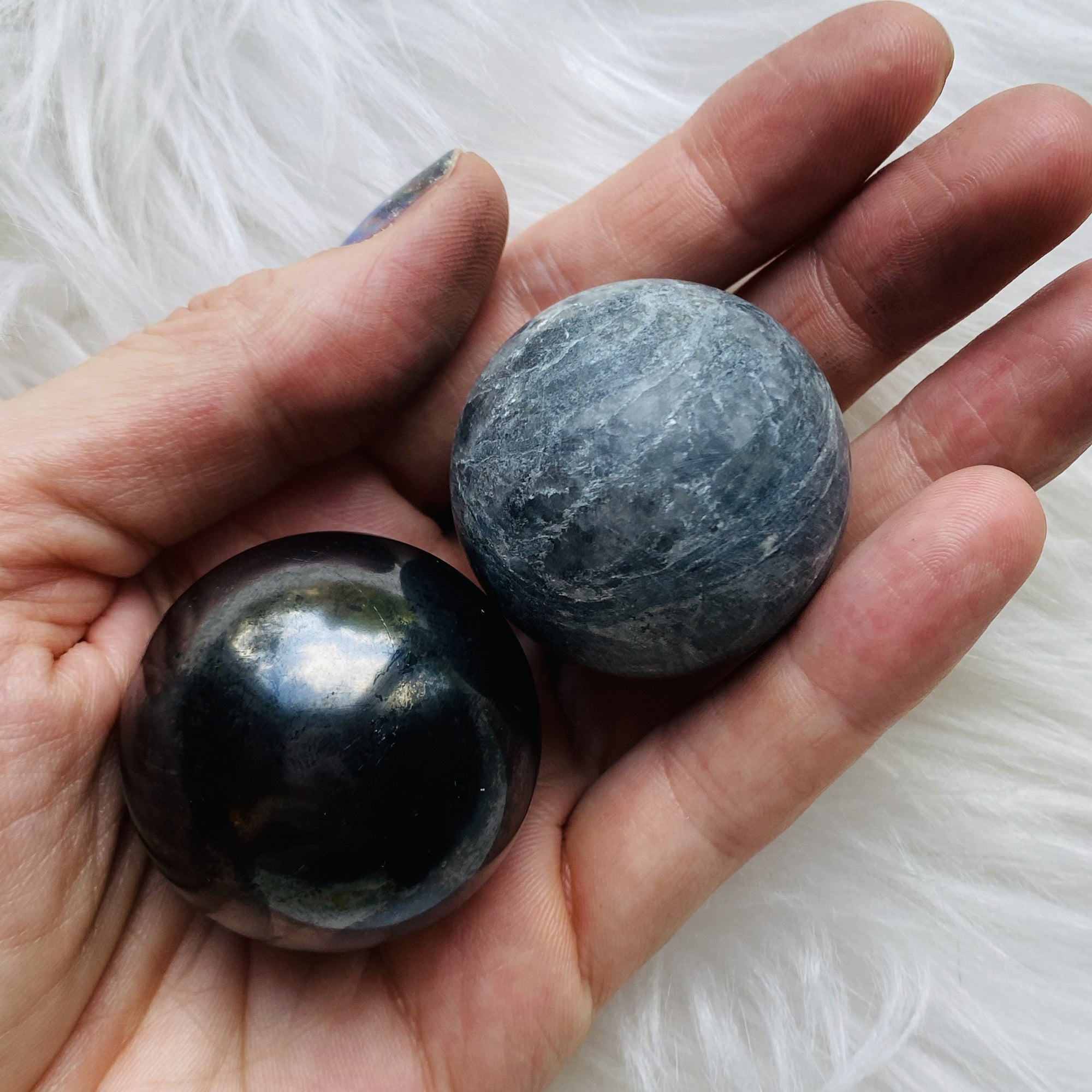 Shungite and tulikivi harmonizer balls for meditation