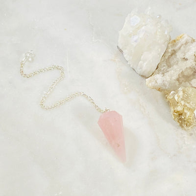 rose quartz pendulum for divination