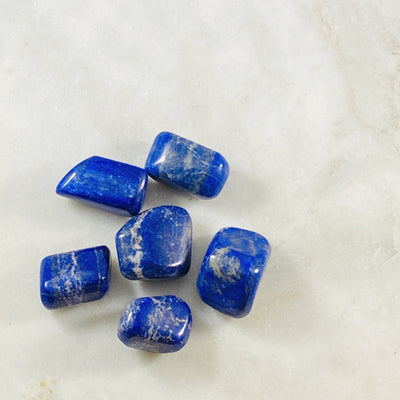 Lapis lazuli healing crystals for inner knowing