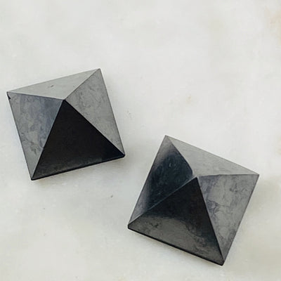 Shungite pyramid for protection