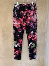 Load image into Gallery viewer, Bon Bon Lycra-nylon Jeggings (Pink Floral)