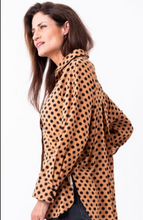 Load image into Gallery viewer, Bouton Spotted Raglan Shirt in Nutmeg Spot