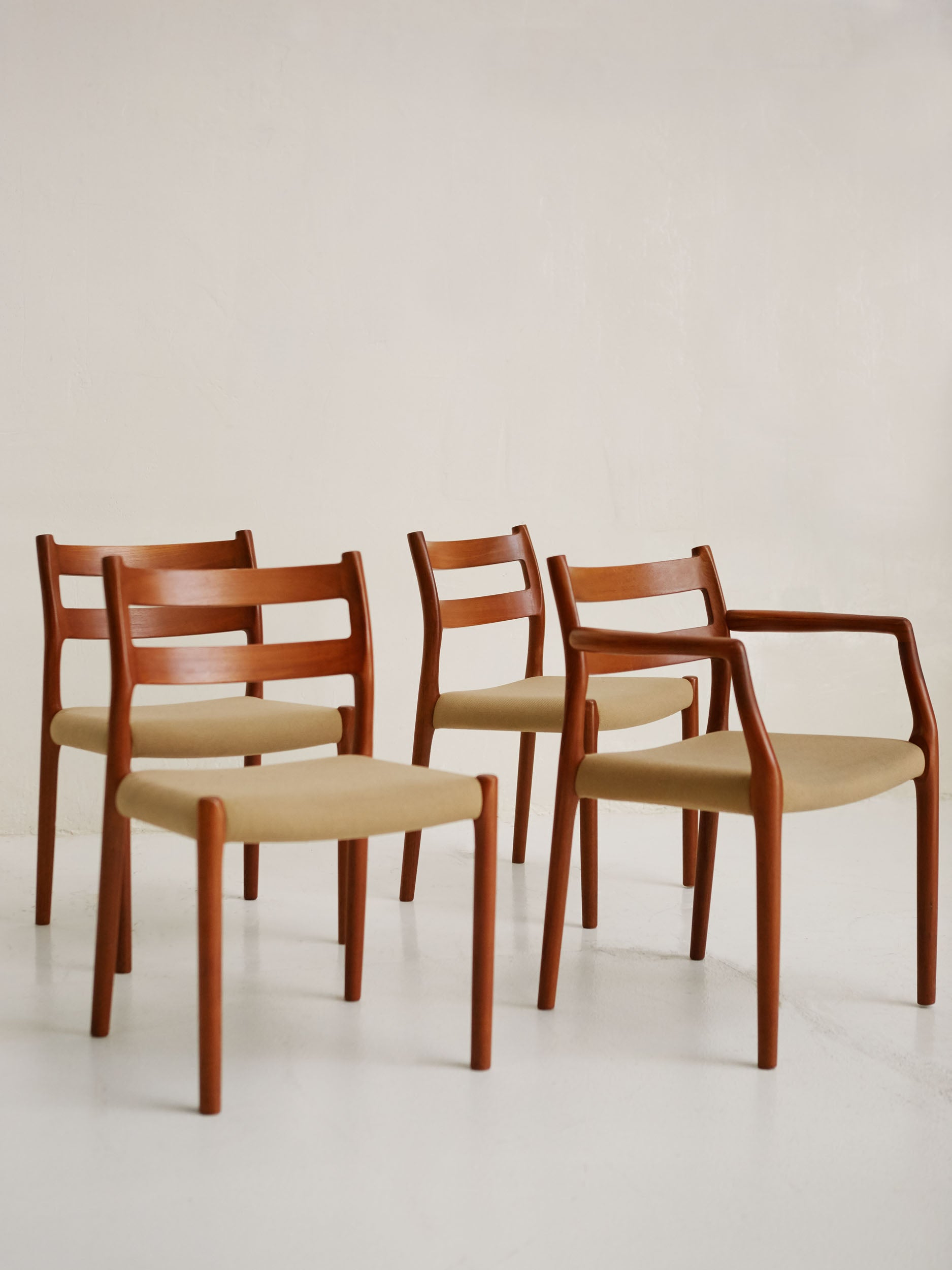 Dinning set of N° 84 Chairs by Niels O. Møller for J.L. Møllers