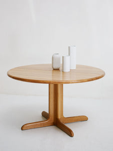 Dinning table by Niels Otto Møller for J.L. Møller