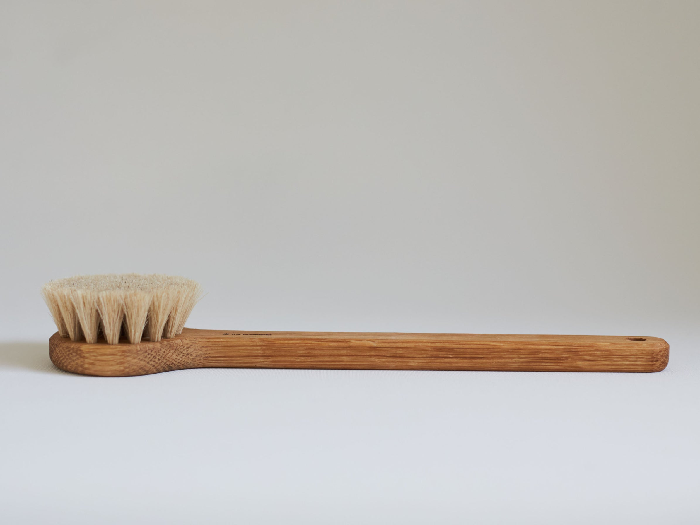 Iris Hankvertk Bath brush Lovisa