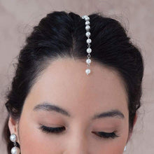 Load image into Gallery viewer, Offwhite Caiti cascading pearl haircomb from front