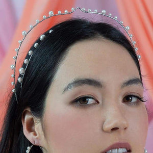 Off-white Ora Modern Pearl Crown from front