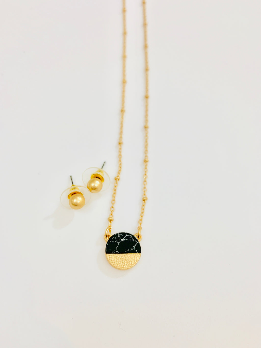 BLACK MARBLE HALF TONE NECKLACE