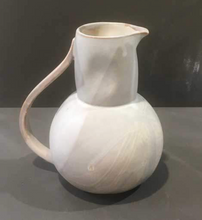 Load image into Gallery viewer, Pitcher w/Handle in Gloss White