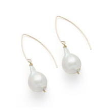 Load image into Gallery viewer, LAUREL EARRING, GOLD W/ WHITE PEARL