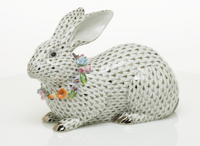 GRAY BUNNY WITH GARLAND