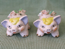 Load image into Gallery viewer, Smiling Pigs-Vintage Salt & Pepper Shakers