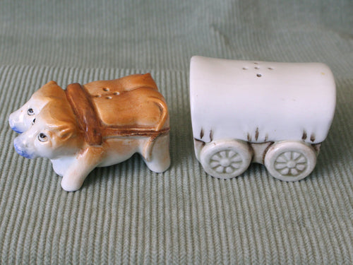 Oxen & Covered Wagon-Vintage Salt & Pepper Shakers