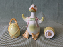 Load image into Gallery viewer, Duck with Baskets-Vintage Salt & Pepper Shakers