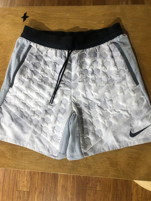 Nike aeroloft space short
