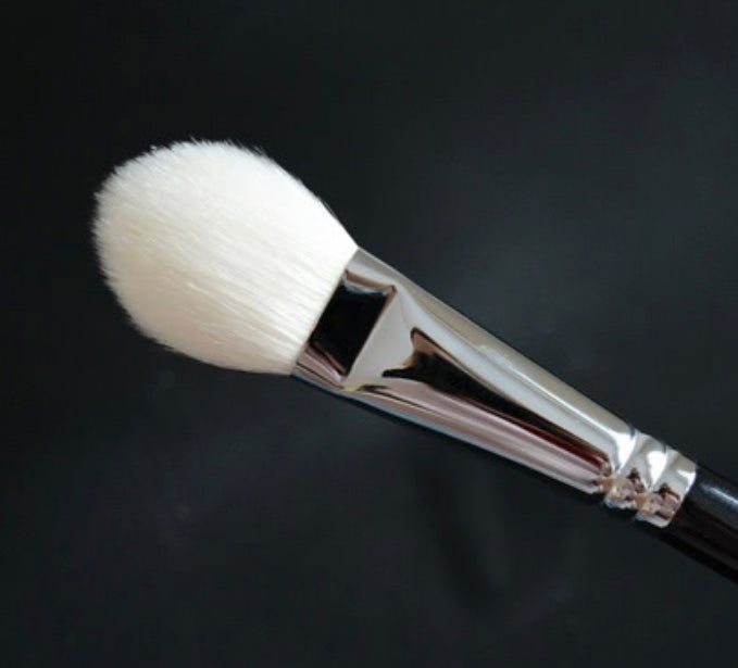 R&M 538 Face Focus Oval powder makeup brush - Mehliza Beauty London