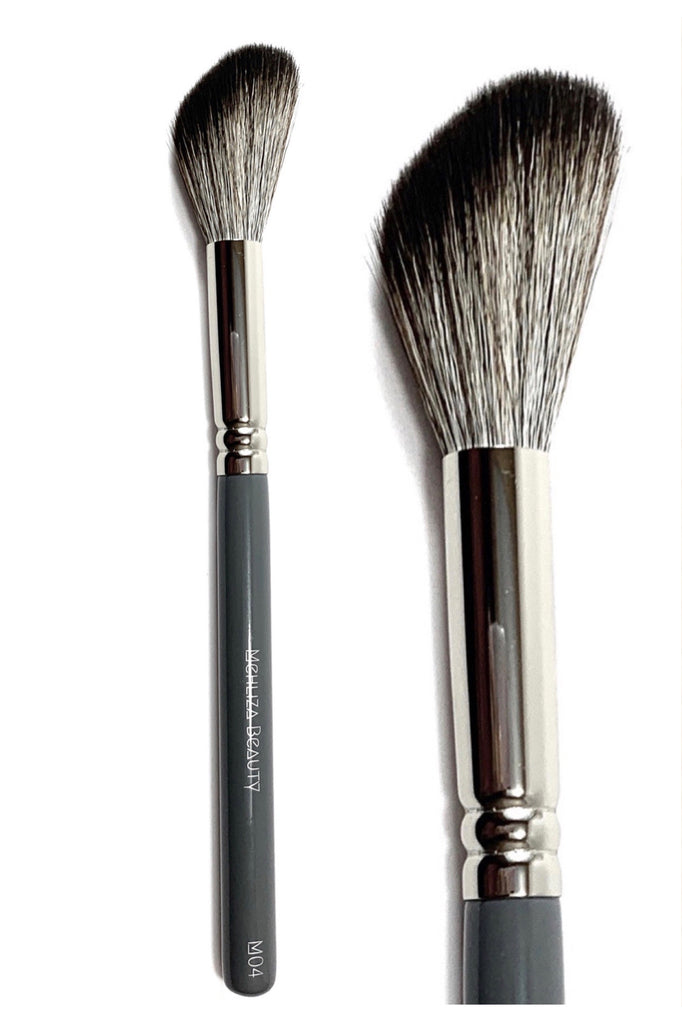 M04 Medium Angled Powder Brush - Mehliza Beauty