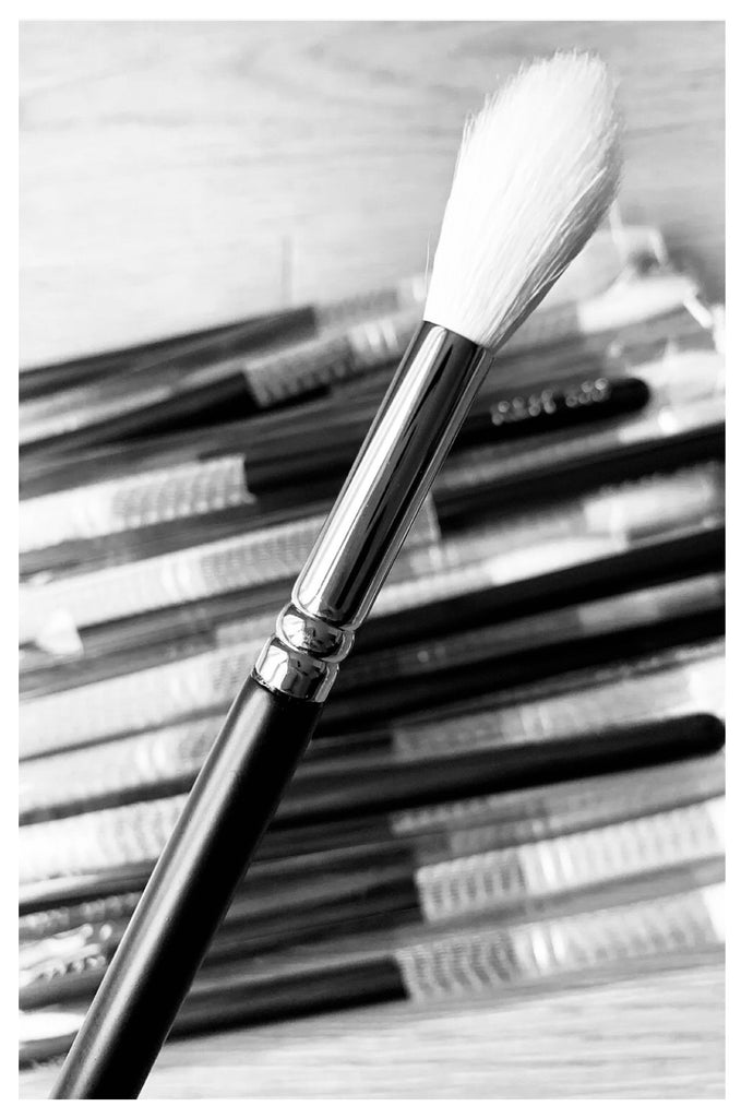 R&M 539 Flawless Highlighter brush - Mehliza Beauty