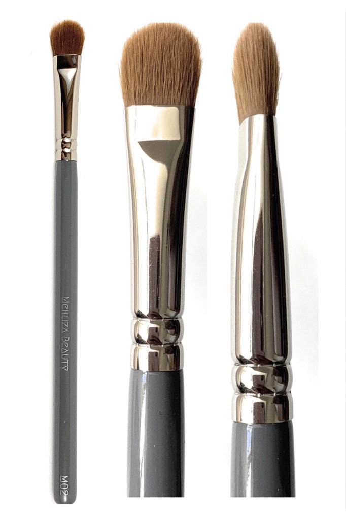 M02 Large Flat Eyeshadow Brush - Mehliza Beauty London