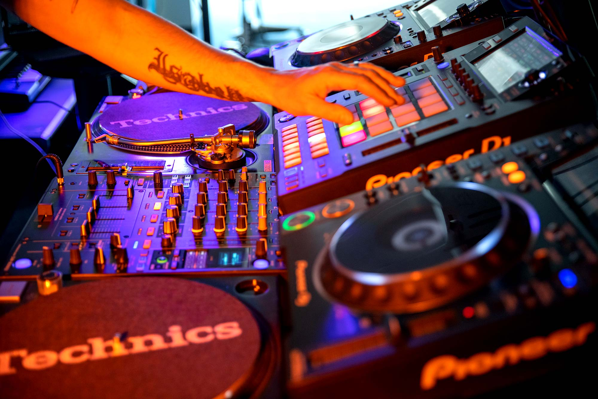 Hire DJ Live Streaming Equipment