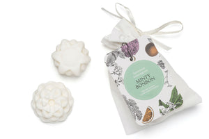 Spearmint and Lemongrass Wax Melts in a small white cotton bag.
