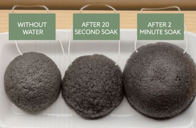 This natural, zero-waste, Luna Charcoal Sponge is created in Japan using the roots of the konyakku plant, when used, there is a water barrier between sponge and skin which means it cleanses without scratching or irritating. The sponge is ideal for daily use, especially for those with sensitive and acne-prone skin.