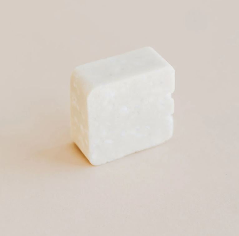 Zero waste moisturizing shampoo bar with made with natural ingredients. It makes a thick foam that cleans your hair and scalp deeply while leaving behind you a wonderful fresh scent of orange and eucalyptus. Lasts about 60 washes, and is made in Canada.