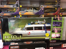 Load image into Gallery viewer, Ghostbusters Ecto 1 with slimmer figure. 1:18