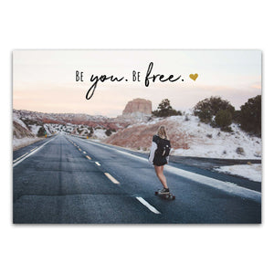 "Postkarte ""Be you. Be free."""