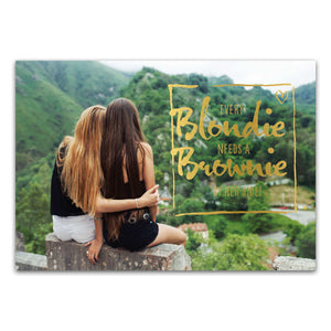 "Postkarte ""Every blondie needs a brownie by her side"""