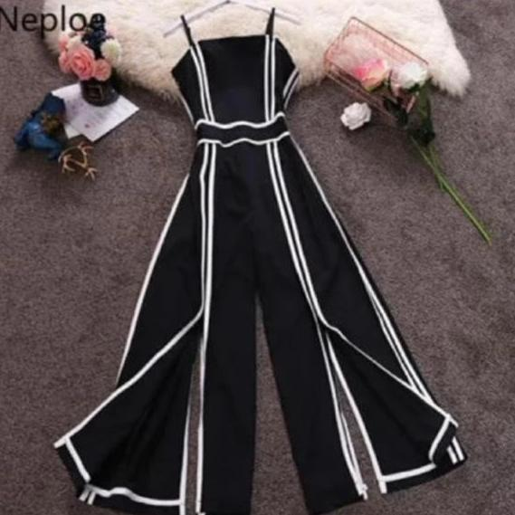 Monotone Jumpsuit with white stripes