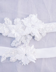 Lace flower garter set
