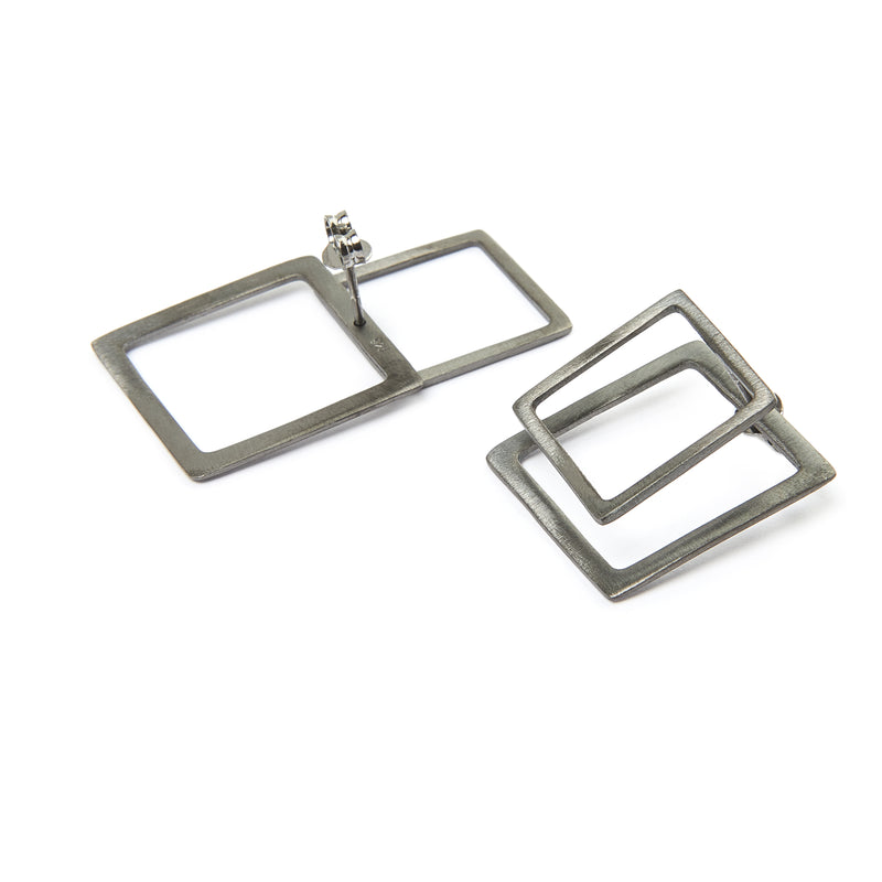 Square ear jacket earrings in silver 925 or brass, gold-plated or platinum-plated that can be worn in more than one configuration. Wear both front and back geometric earrings in the front of the ear for a classy statement, just the front stud earrings for a minimal look, or add the back earrings for a special and unique look