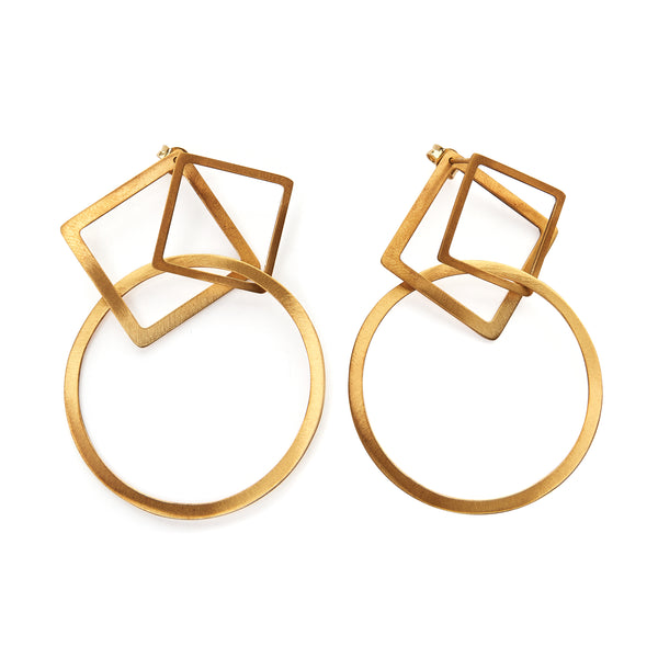 Changeable ear jacket earrings, comprised of three elements, can be worn together in 3 different ways. Geometric front and back earrings, made of gold-plated or platinum plated silver 925, wear them long or short. Pair them together or wear them individually.