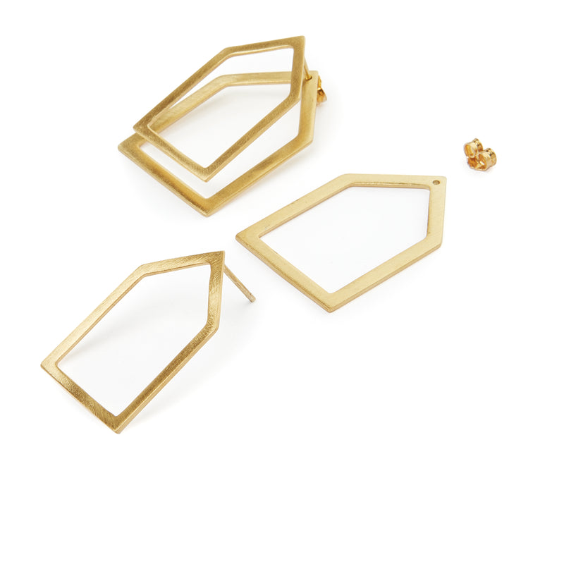 Minimal home ear jackets, comprised of two elements that can be worn together in 2 different ways, or as a single eye-catching earring. Geometric front and back earrings, made of gold-plated or platinum plated silver 925