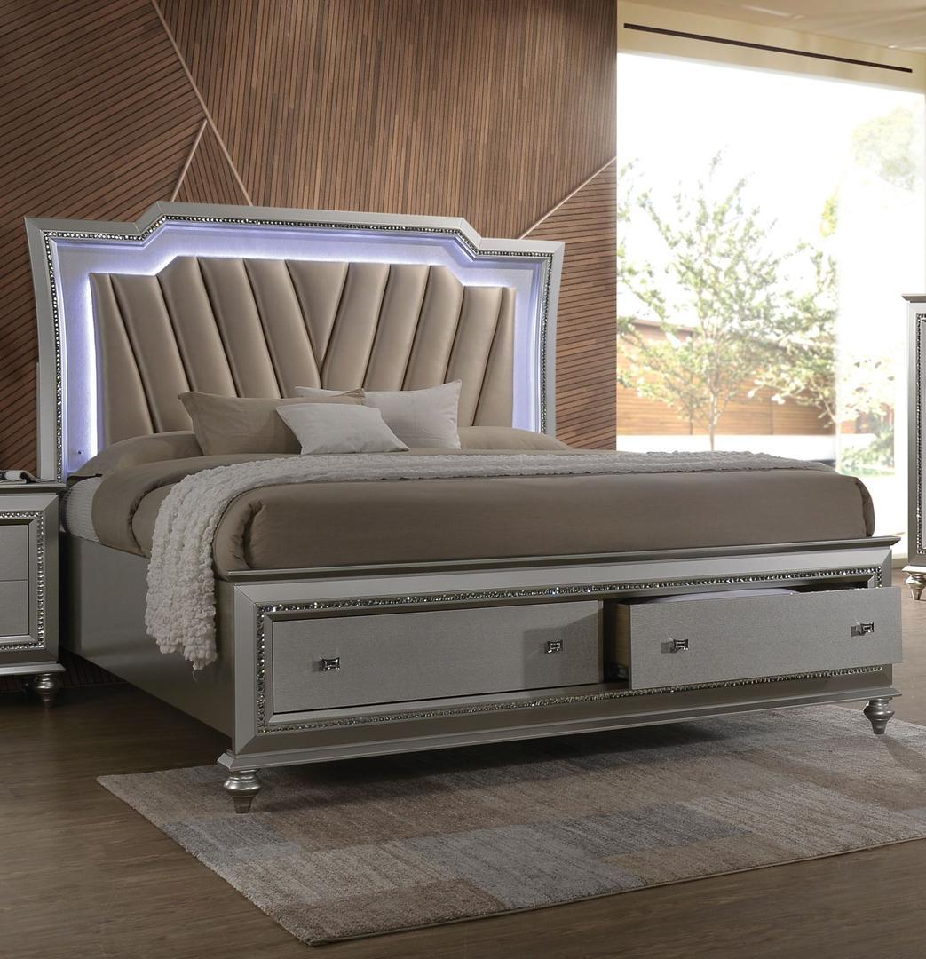 Acme Kaitlyn Queen Bed With Pu And Champagne 27230Q