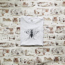 Load image into Gallery viewer, Graphic Bee t-shirt