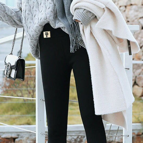 Can be used directly as outer pants with sweater shirts, etc., or as leggings with skirts.