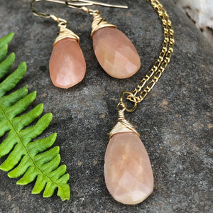 Peach Moonstone Gold Necklace / Wire Wrapped / Peach Moonstone / Faceted Teardrop / 14k Gold Filled Chain / Peach Moonstone June Birthstone