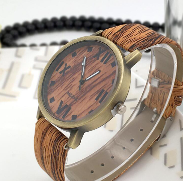 Wood brown roman analogue battery operated - Analogue wrist wear