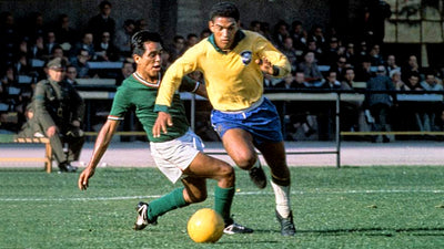 5 moments that immortalized Garrincha's Brazil shirt