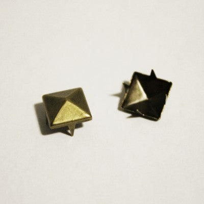 "1/4"" Small Antique Brass Pyramid Studs (100-pack)"