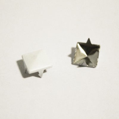 "1/4"" White Pyramid Studs (100-pack)"
