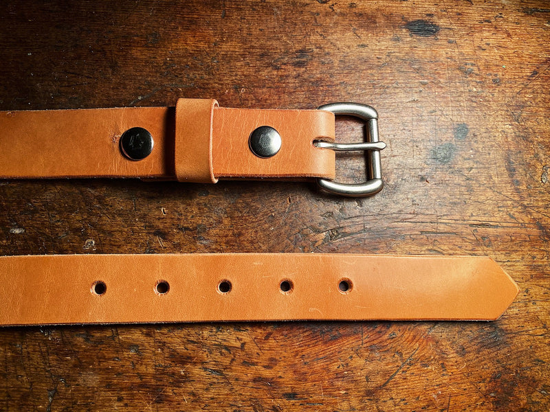 Russet leather Ashfield Belt, paid flat showing matte knickel hardware