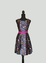 Load image into Gallery viewer, Box pleated silk tunic in contrasting floral blooms